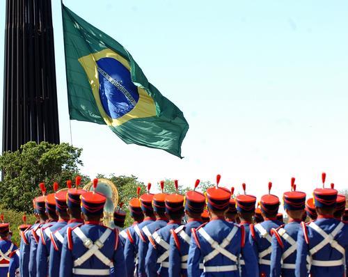 O Brasil está à beira do caos! E ninguém quer falar disso!
